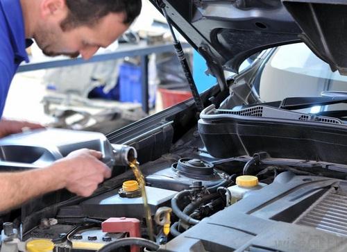 汽车怎么自己换机油_汽车机油更换步骤